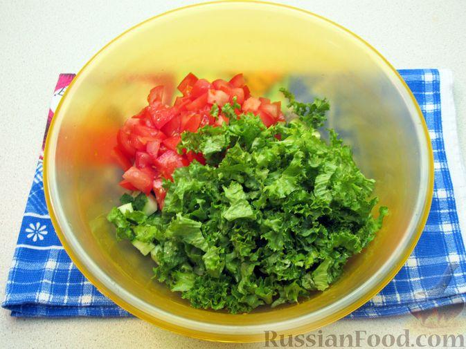 Фото приготовления рецепта: Салат из огурцов и помидоров, с мятой и лаймом - шаг №8