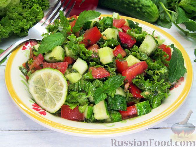 Фото к рецепту: Салат из огурцов и помидоров, с мятой и лаймом