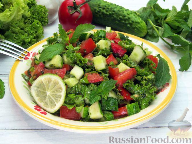 Фото приготовления рецепта: Салат из огурцов и помидоров, с мятой и лаймом - шаг №11