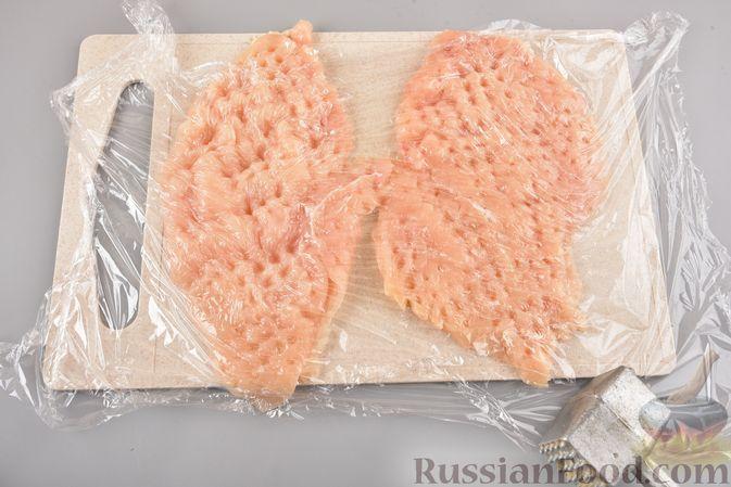Фото приготовления рецепта: Куриные рулетики с ананасом и сыром (в духовке) - шаг №2