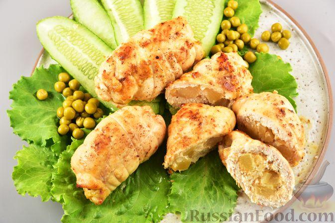 Фото приготовления рецепта: Куриные рулетики с ананасом и сыром (в духовке) - шаг №8