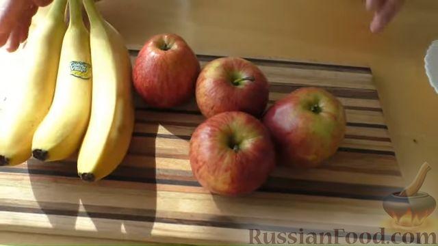Фото приготовления рецепта: Сдобные булочки-рогалики с бананом и яблоком - шаг №5