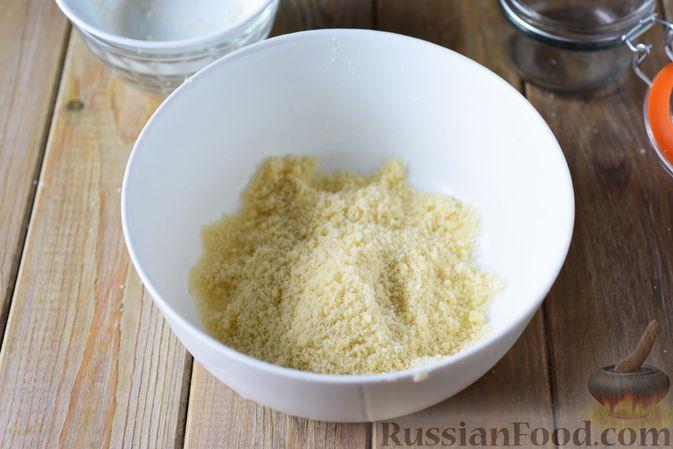 Фото приготовления рецепта: Сдобные булочки-цветочки с джемом и штрейзелем - шаг №7