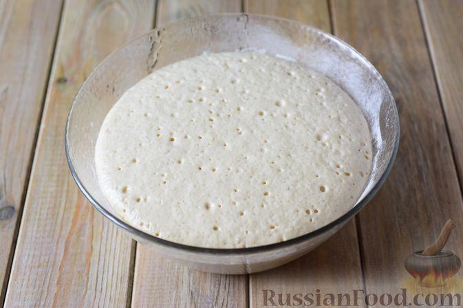 Фото приготовления рецепта: Сдобные булочки-цветочки с джемом и штрейзелем - шаг №9