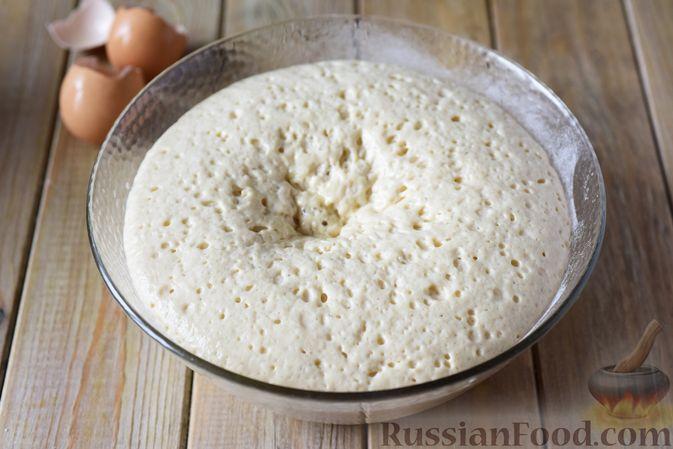 Фото приготовления рецепта: Сдобные булочки-цветочки с джемом и штрейзелем - шаг №10