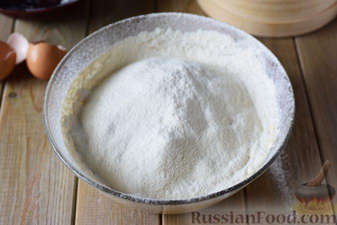 Фото приготовления рецепта: Сдобные булочки-цветочки с джемом и штрейзелем - шаг №11