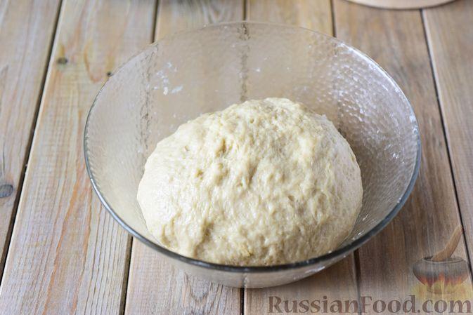 Фото приготовления рецепта: Сдобные булочки-цветочки с джемом и штрейзелем - шаг №12