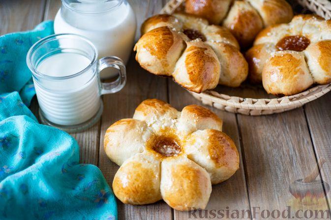 Фото приготовления рецепта: Сдобные булочки-цветочки с джемом и штрейзелем - шаг №20