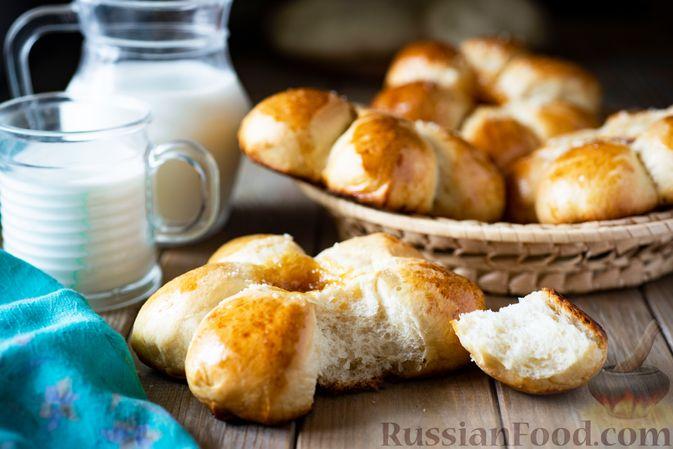 Фото приготовления рецепта: Сдобные булочки-цветочки с джемом и штрейзелем - шаг №21