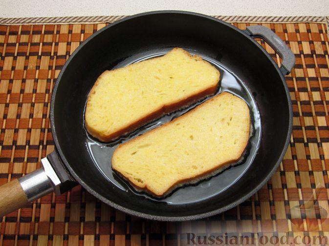 Фото приготовления рецепта: Сладкие яичные гренки с клубникой - шаг №5