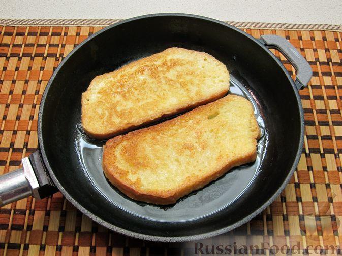 Фото приготовления рецепта: Сладкие яичные гренки с клубникой - шаг №6