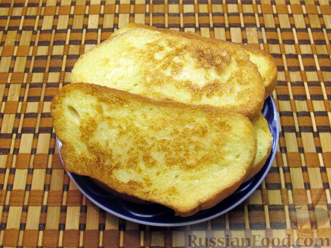Фото приготовления рецепта: Сладкие яичные гренки с клубникой - шаг №7