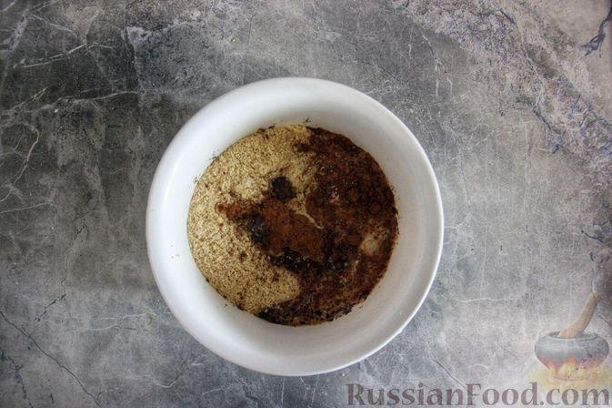 Фото приготовления рецепта: Клубнично-йогуртовый торт без выпечки - шаг №6
