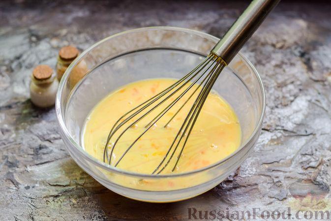 Фото приготовления рецепта: Яичница-болтунья с зелёным горошком - шаг №4
