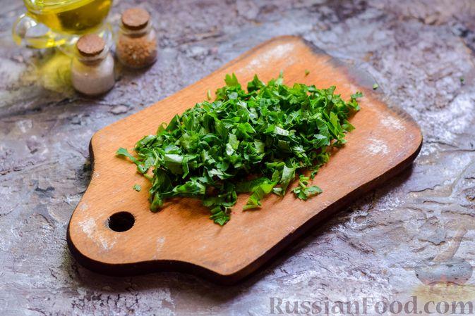 Фото приготовления рецепта: Кабачки, тушенные с зелёным горошком - шаг №3