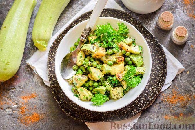 Фото приготовления рецепта: Кабачки, тушенные с зелёным горошком - шаг №9