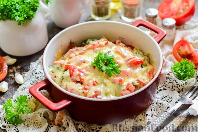 Фото приготовления рецепта: Куриная печень, запечённая с помидором и сыром - шаг №14