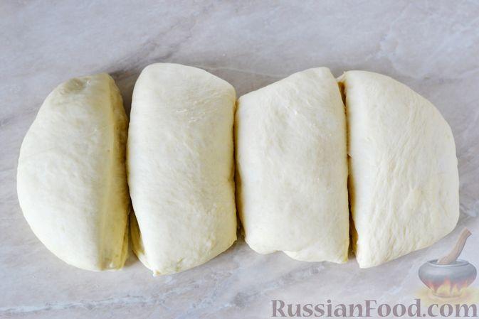 Фото приготовления рецепта: Дрожжевые пирожки с мясным фаршем и зелёным луком - шаг №12