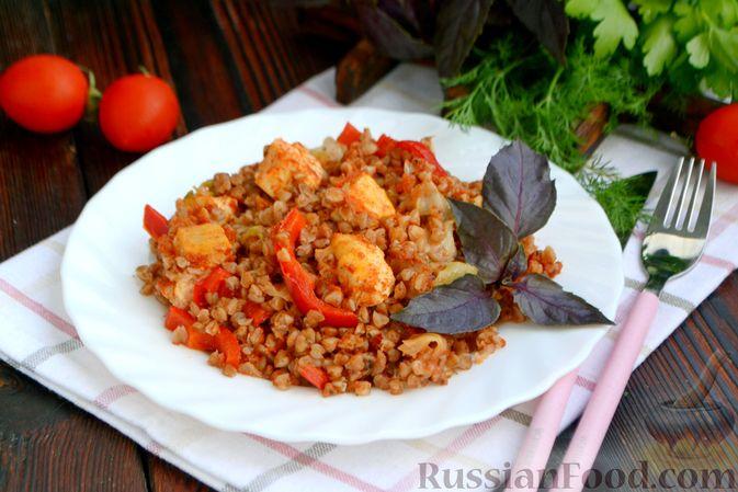 Фото приготовления рецепта: Гречка, запечённая с курицей, капустой и сладким перцем - шаг №13