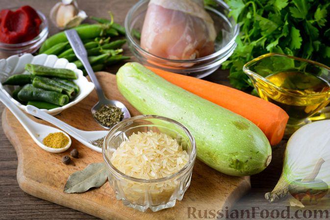 Фото приготовления рецепта: Томатный суп с курицей, рисом, кабачком и бобовыми - шаг №1
