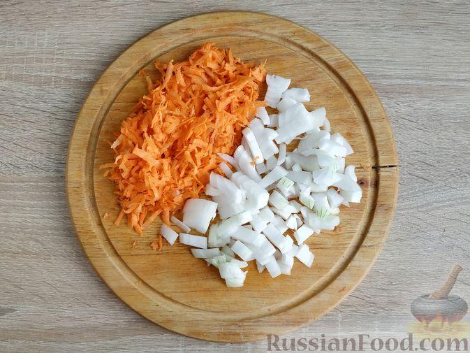 Фото приготовления рецепта: Кабачки, тушенные с мясным фаршем и помидорами - шаг №2