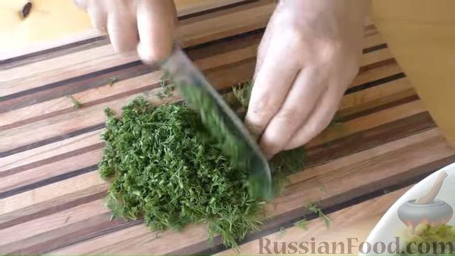 Фото приготовления рецепта: Заготовка из чесночных стрелок и укропа (для заморозки) - шаг №3
