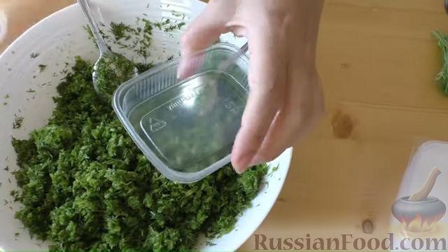 Фото приготовления рецепта: Заготовка из чесночных стрелок и укропа (для заморозки) - шаг №4