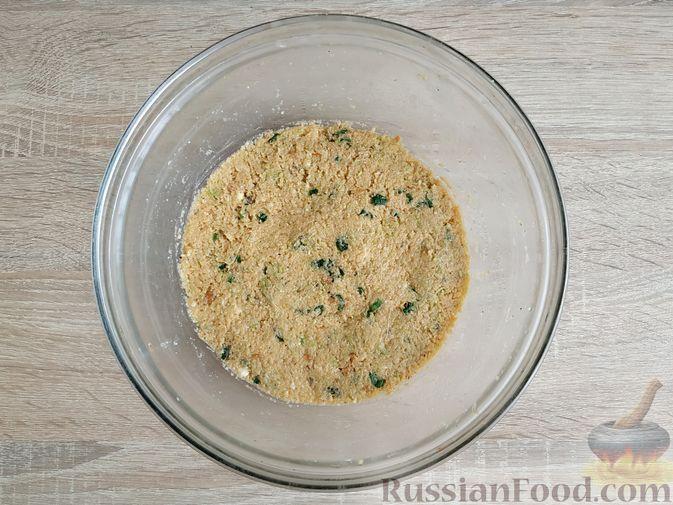 Фото приготовления рецепта: Котлеты из кабачков с брынзой, запечённые в духовке - шаг №10