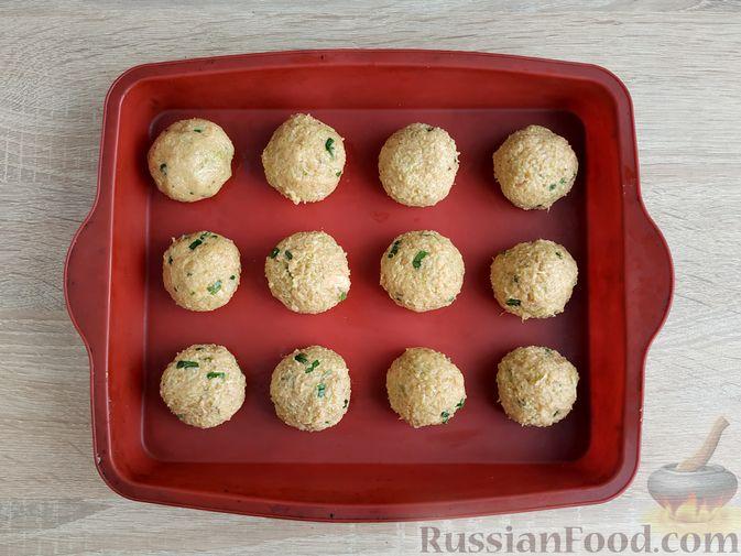 Фото приготовления рецепта: Котлеты из кабачков с брынзой, запечённые в духовке - шаг №11
