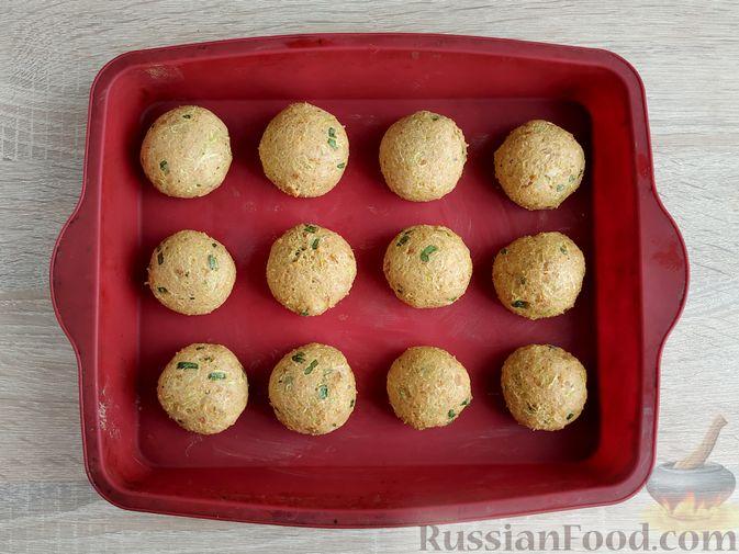 Фото приготовления рецепта: Котлеты из кабачков с брынзой, запечённые в духовке - шаг №12