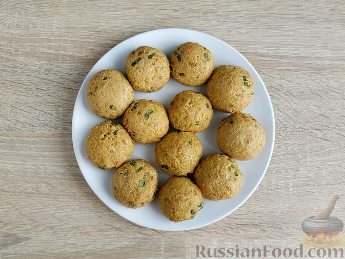 Фото приготовления рецепта: Котлеты из кабачков с брынзой, запечённые в духовке - шаг №13
