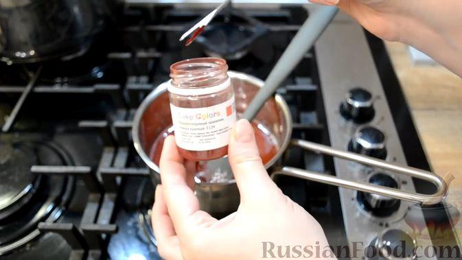 Фото приготовления рецепта: Двухслойные конфеты «Птичье молоко» с клубникой - шаг №16