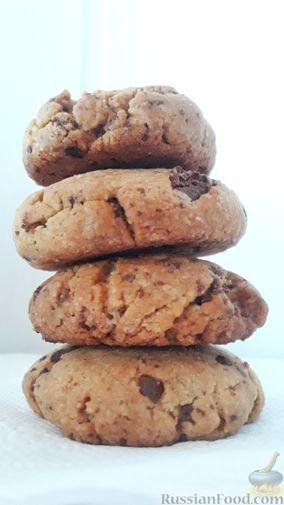 Фото к рецепту: Американское песочное печенье с шоколадной крошкой