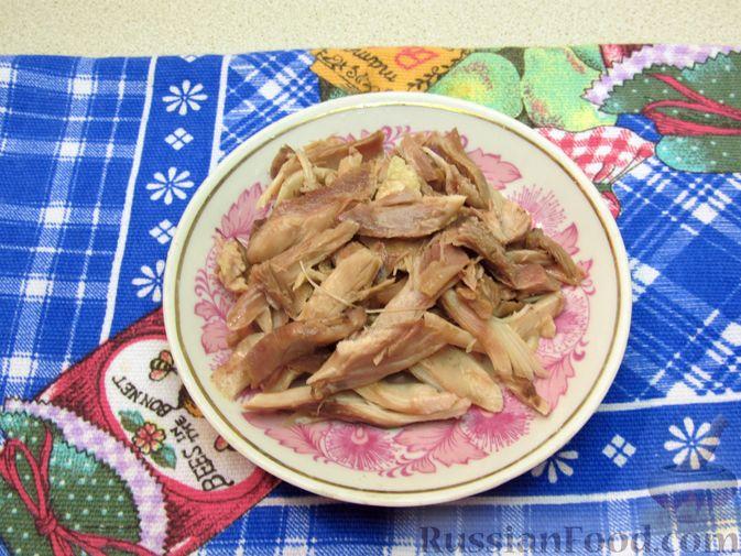 Фото приготовления рецепта: Куриный суп с овсяными хлопьями - шаг №4