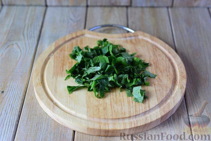 Фото приготовления рецепта: Салат из кабачков с фетой, мятой и маслинами - шаг №5