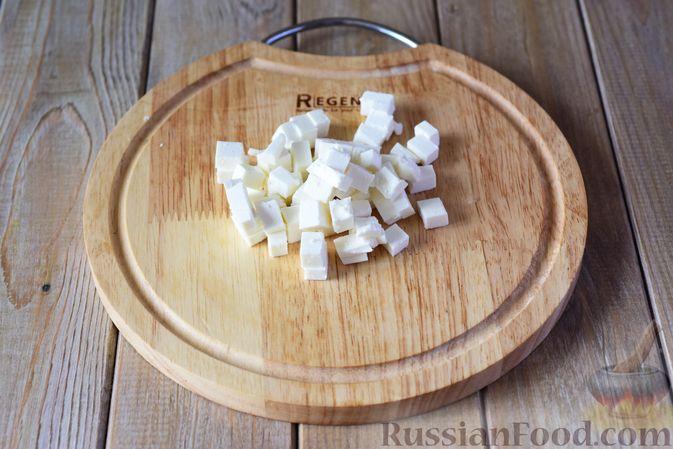 Фото приготовления рецепта: Салат из кабачков с фетой, мятой и маслинами - шаг №6
