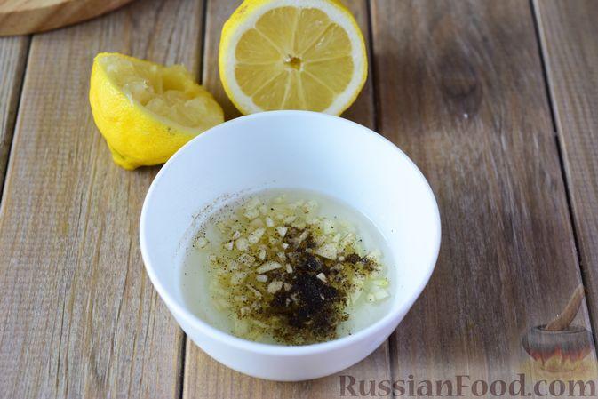 Фото приготовления рецепта: Салат из кабачков с фетой, мятой и маслинами - шаг №8