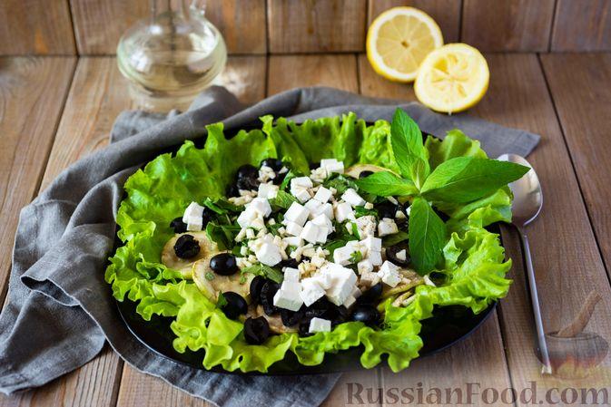 Фото приготовления рецепта: Салат из кабачков с фетой, мятой и маслинами - шаг №12