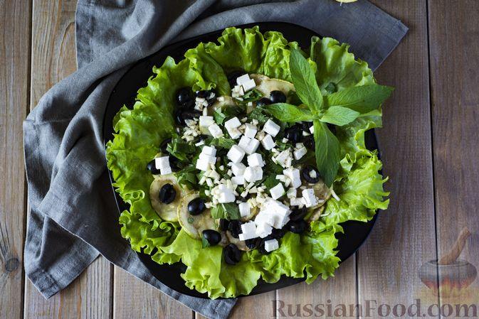 Фото приготовления рецепта: Салат из кабачков с фетой, мятой и маслинами - шаг №13