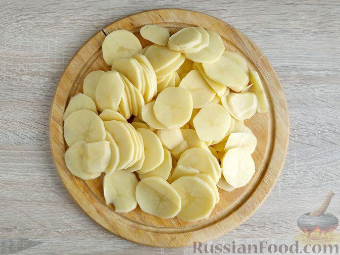 Фото приготовления рецепта: Картошка, запечённая с салом (в банках) - шаг №3