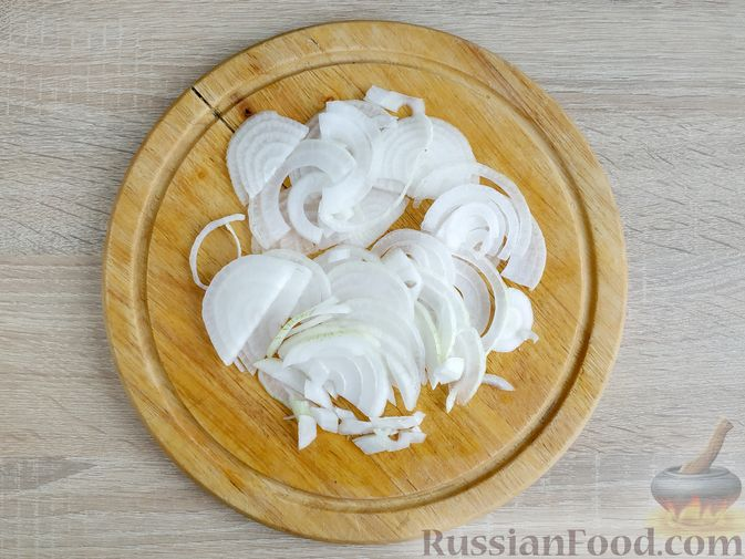 Фото приготовления рецепта: Картошка, запечённая с салом (в банках) - шаг №5