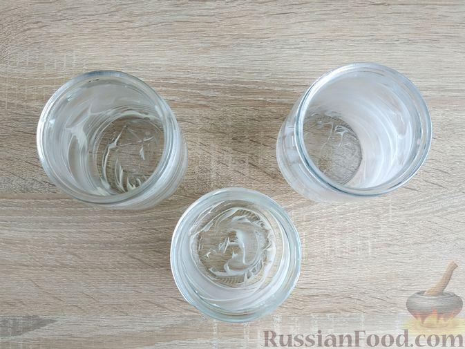 Фото приготовления рецепта: Картошка, запечённая с салом (в банках) - шаг №12