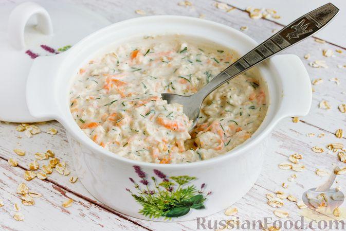 Фото к рецепту: Несладкая ленивая овсянка с морковью и зеленью