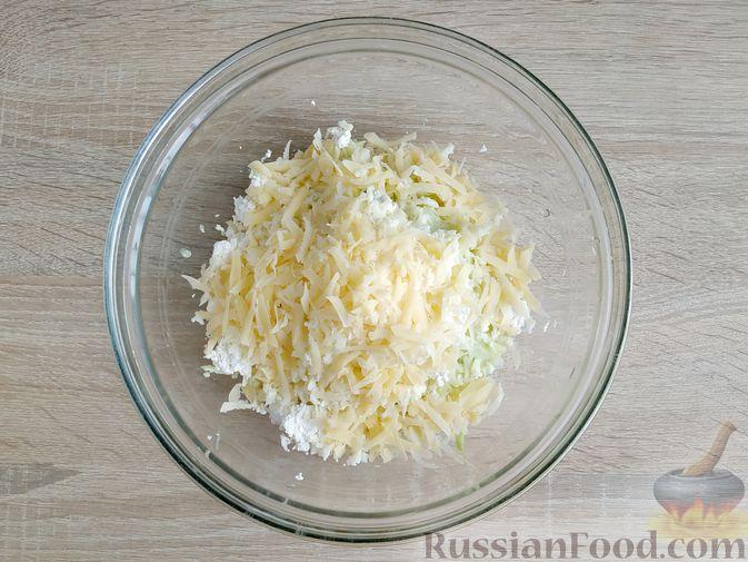 Фото приготовления рецепта: Творожно-кабачковая запеканка - шаг №5