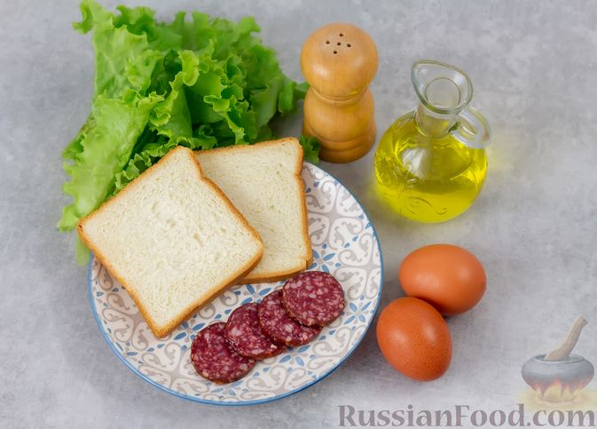 Фото приготовления рецепта: Горячие бутерброды с колбасой и яйцом (на сковороде) - шаг №1