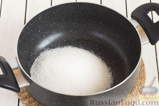 Фото приготовления рецепта: Компот из черешни и клубники на зиму - шаг №4