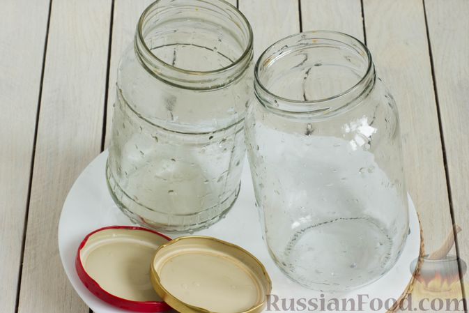 Фото приготовления рецепта: Компот из черешни и клубники на зиму - шаг №7
