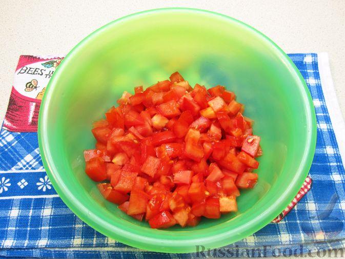 Фото приготовления рецепта: Салат из помидоров и фасоли - шаг №4