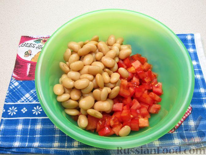 Фото приготовления рецепта: Салат из помидоров и фасоли - шаг №5