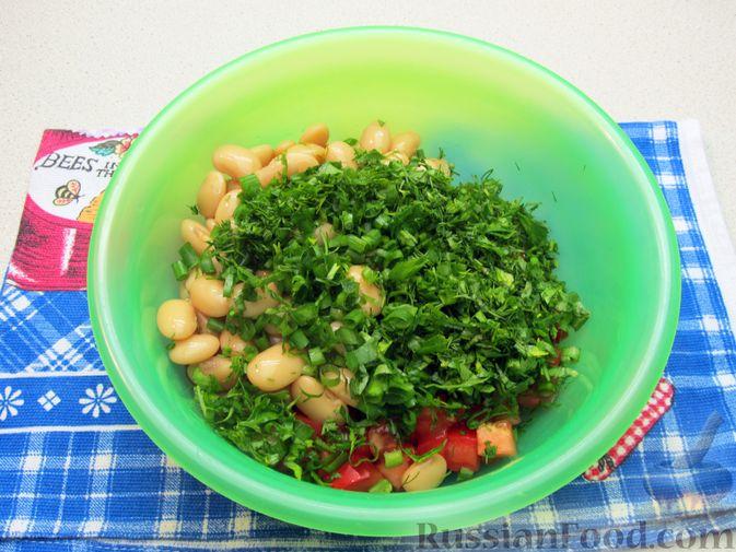 Фото приготовления рецепта: Салат из помидоров и фасоли - шаг №6